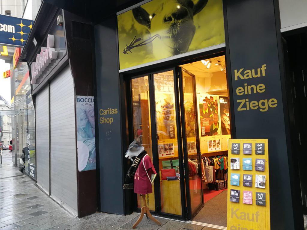 Nachhaltige und fair erzeugte Waren beim Caritas Shop auf der Mariahilferstrasse.