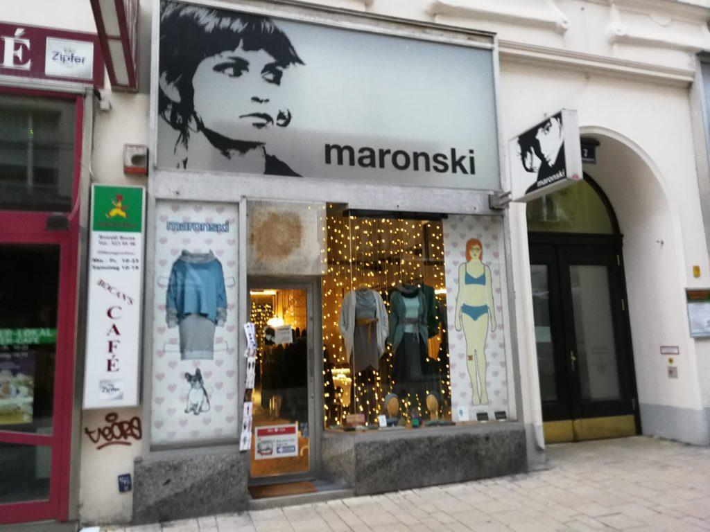 Eingang zum maronski Laden - nachhaltige Klamotten - in der Neubaugasse in Wien.